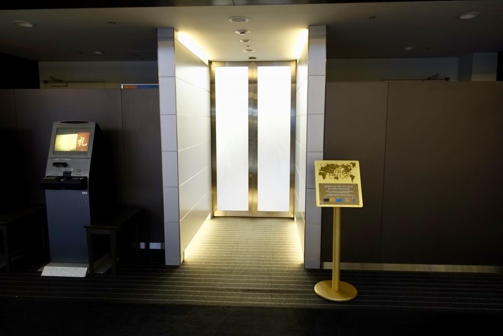 羽田空港JALサクララウンジへの入り口