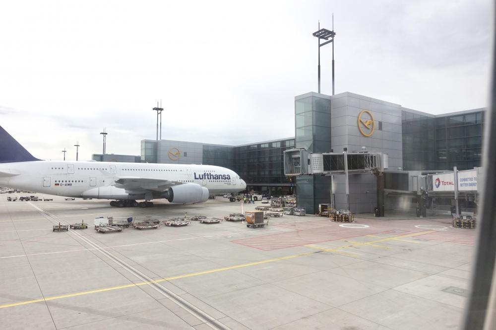 ルフトハンザ ファーストクラス搭乗記 フランクフルト国際空港