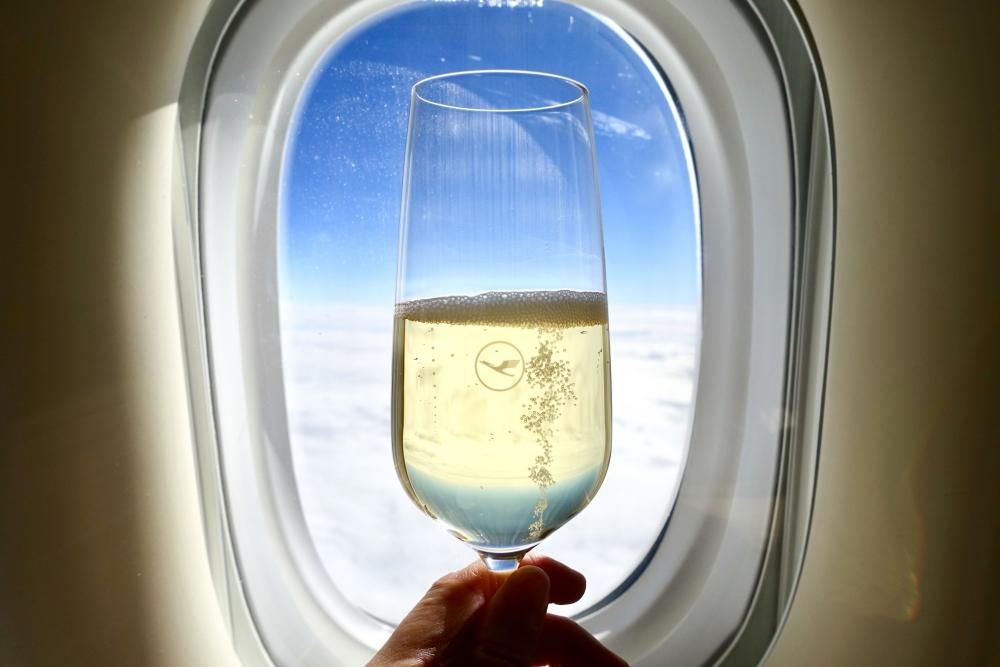 ルフトハンザ ファーストクラス 機内食 シャンパン