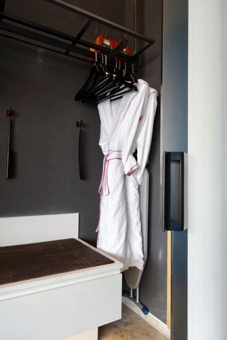 W上海 ワンダフルルーム クローゼット バスローブ