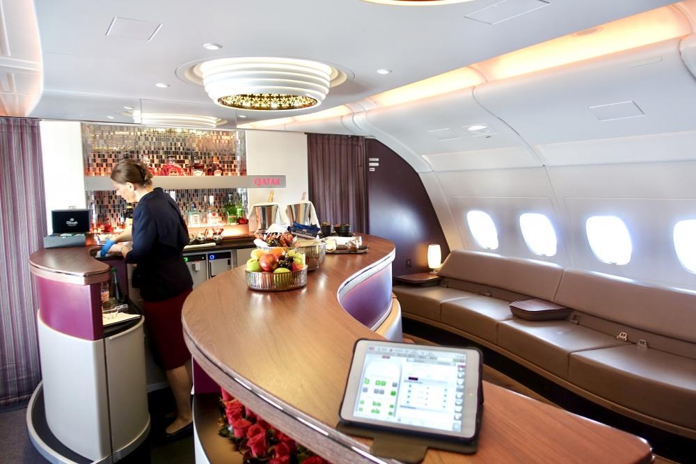 カタール航空A380本格的ラウンジを備えたバーコーナー