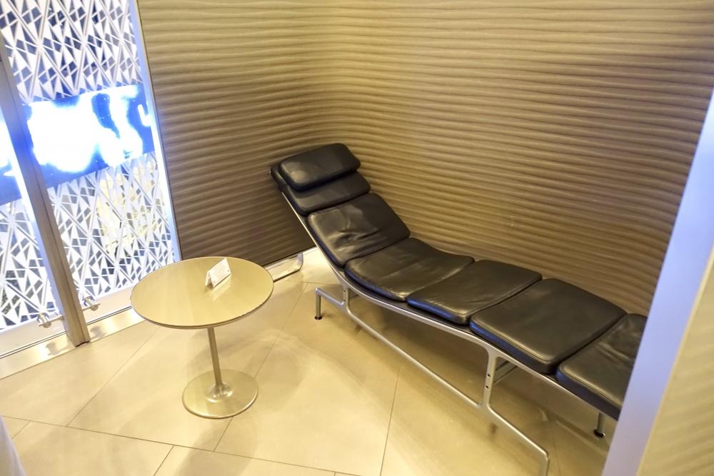 カタール航空ドーハ国際空港アルムルジャンビジネスラウンジ・仮眠ブースの中
