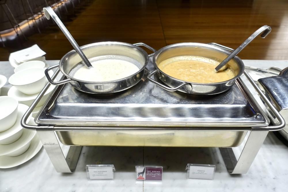 カタール航空ドーハ国際空港アルムルジャンビジネスラウンジ朝食ブッフェスープ