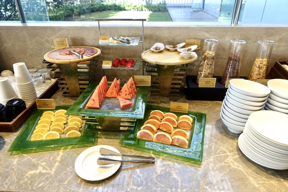 コートヤード台北エグゼクティブラウンジ朝食ブッフェ・シリアルとフルーツ