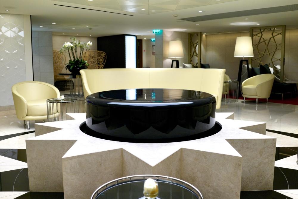 パリ・シャルル・ド・ゴール空港カタール航空ビジネスクラスラウンジ・水盤