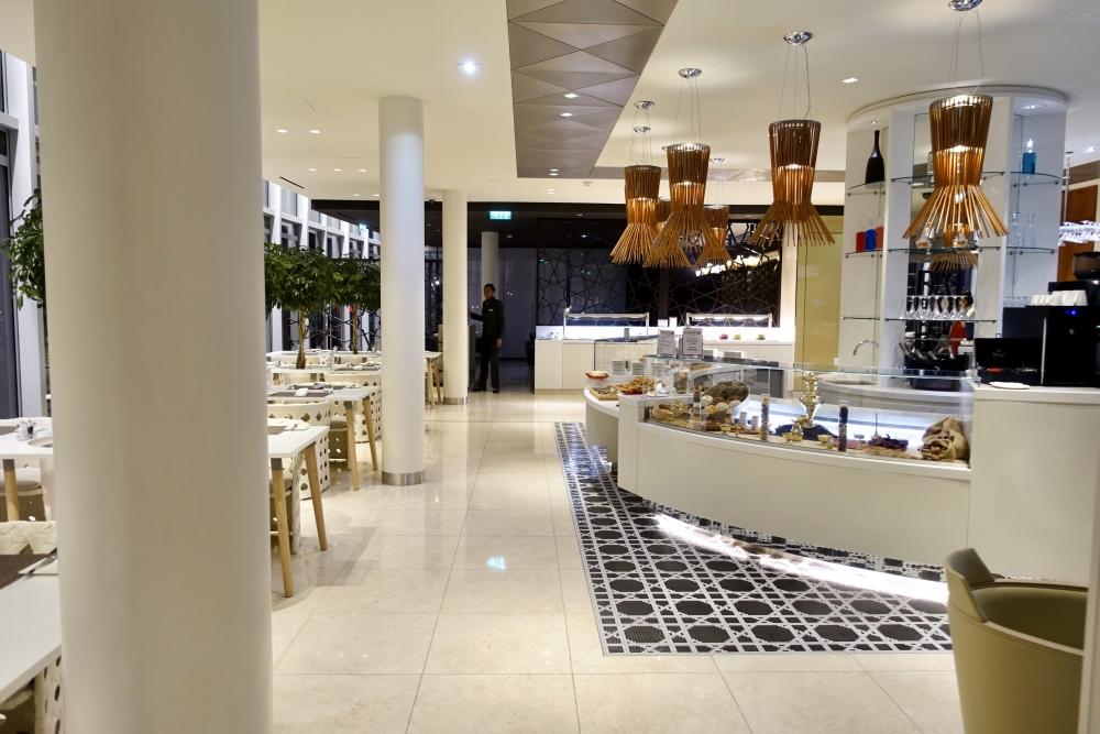 シャルル・ド・ゴール国際空港カタール航空プレミアムビジネスラウンジ・ダイニングエリア