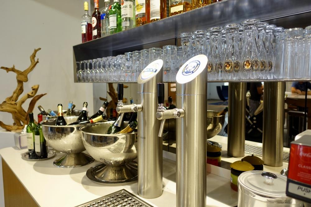 フランクフルト国際空港ルフトハンザセネターラウンジビールサーバー