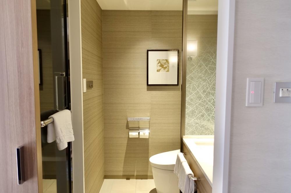 シェラトン都ホテル東京エグゼクティブスーペリアトイレとバスルーム