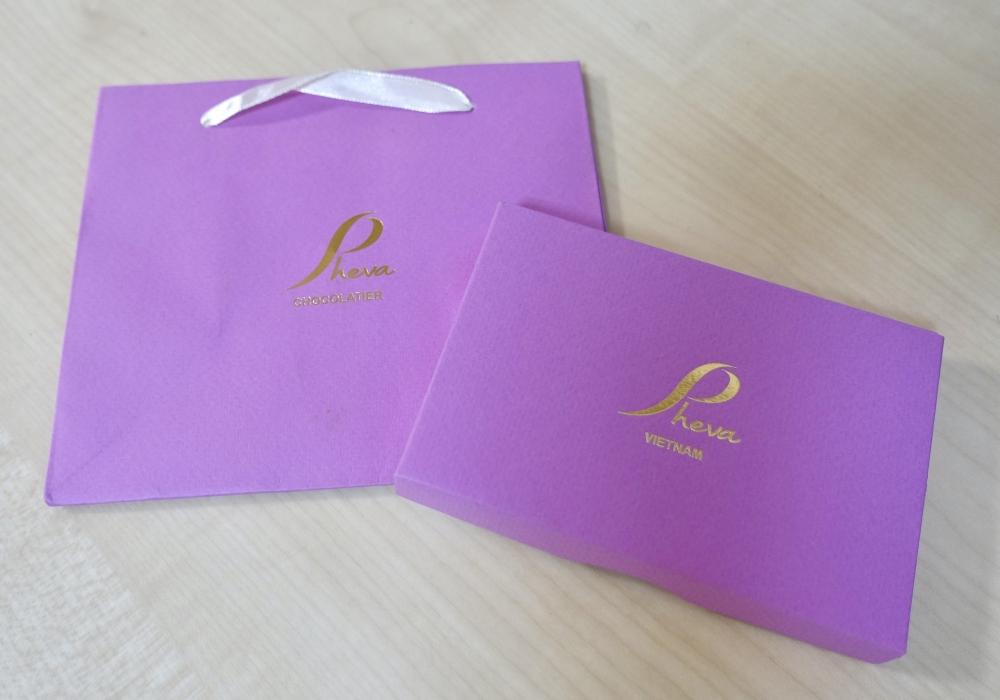 ホーチミン高島屋PHEVAチョコレートにはオリジナルバッグもつきます