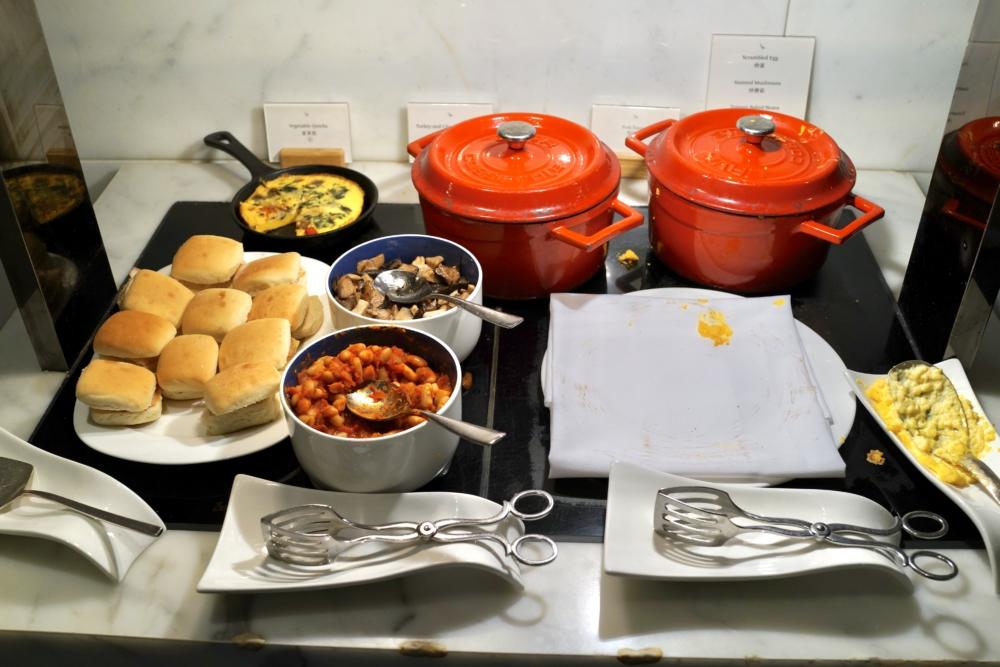香港国際空港キャセイパシフィック航空ザ・ウィングファーストクラスラウンジのレストラン「ザ・ヘイブン」朝のブッフェメニュー