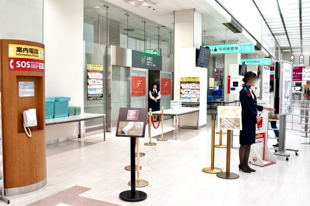 伊丹空港JALダイヤモンド・プレミアラウンジの入口