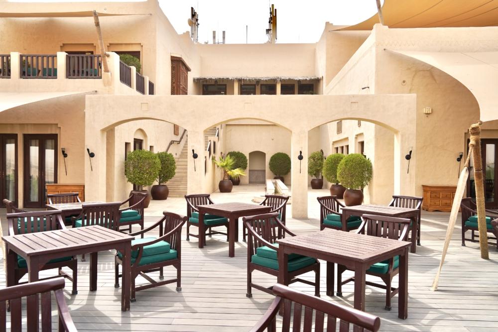 アルマハ・ア・ラグジュアリーコレクションのレストランテラス席