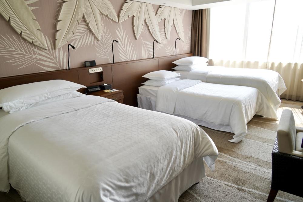 シェラトン・グランデ・トーキョーベイホテル10階パークウィングの3ベッド