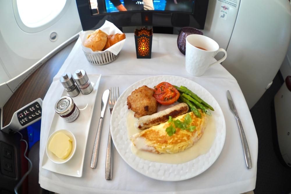 カタール航空B789ビジネスクラス搭乗記・機内食・朝食