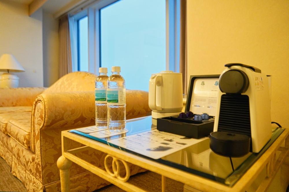 宮崎シェラトングランデオーシャンリゾート宿泊記・40階クラブスイート・ソファセット傍のミニバー