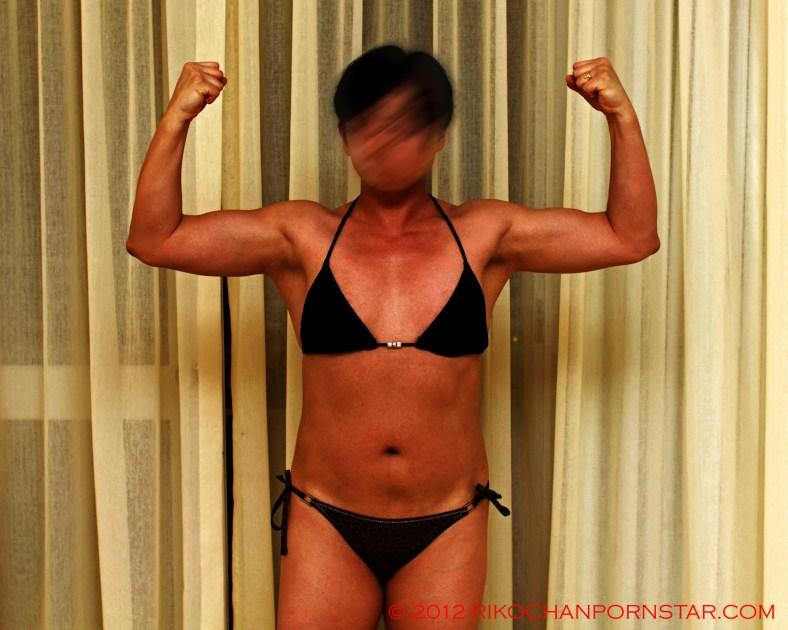 FBB Rikochan's front double bi pose progress picture black bikini