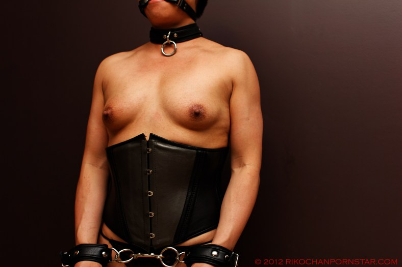Female bodybuilder Rikochan topless in leather bondage