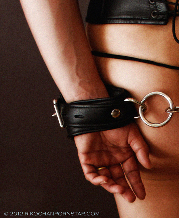 Rikochan's leather cuff bondage