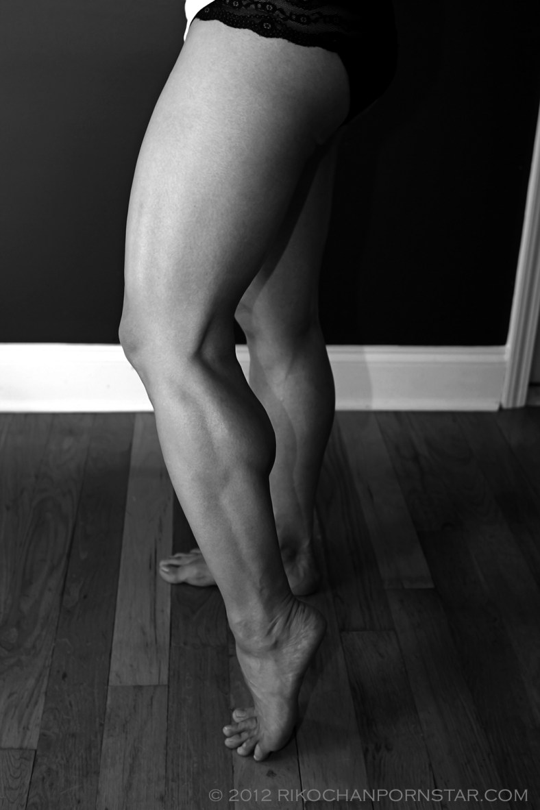 Muscle pornstar Rikochan shows off her her huge calves.
