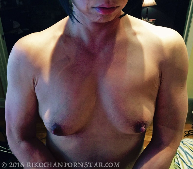 Muscle girl Rikochan shows off her pecs