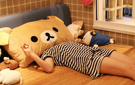 rilakkuma-big-pillow-girl