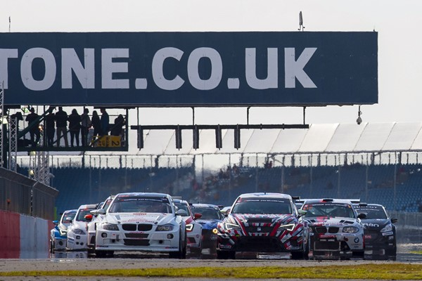24 horas Silverstone salida