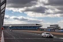 SEAT arrasa en las 24 Horas de Silverstone