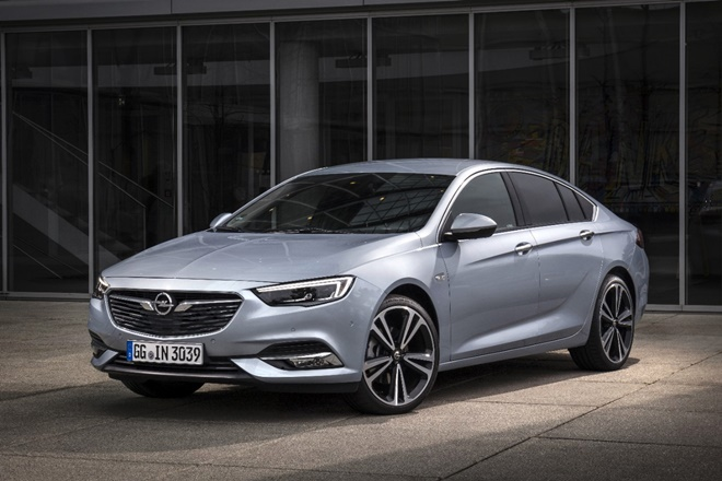 Opel Insignia BiTurbo 210