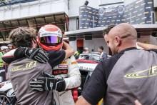Vilariño en el podio final de la GT4 Europea
