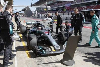 F1 test cataluna mercedes boxes hamilton