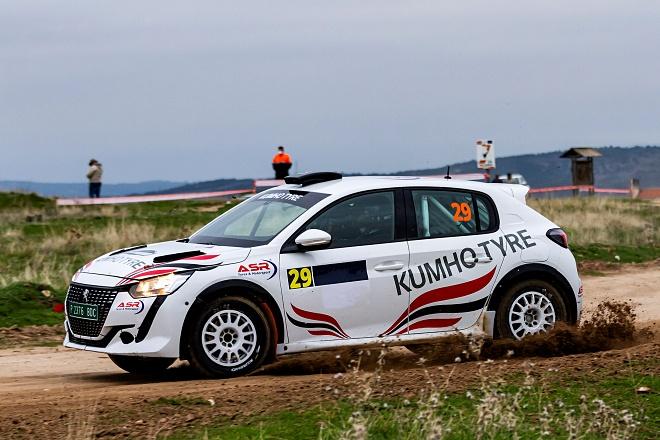 Peugeot 208 Rallye 4 Kumho