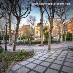 PLAZA DE LA TRINIDAD Se encuentra en pleno centro comercial de Granada