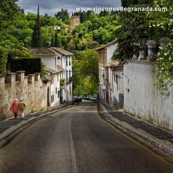 CUESTA DEL CHAPIZ En época musulmana esta calle conocía como Cuesta del Arrabal Blanco