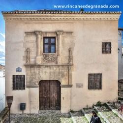 CASA DE PORRAS Se encuentra entre la Cuesta de San Gregorio y la Calle del Beso