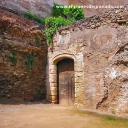 PUERTA DE HIERRO Construida en época de los Reyes Católicos