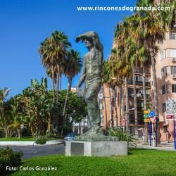 HOMENAJE A LOS HOMBRES DEL CAMPO. Una colosal escultura de más de 4 metros de alto