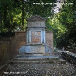 PILAR DE LAS GRANADAS Se encuentra cerca de la Puerta de las Granadas y frente a la Cruz del Artillero