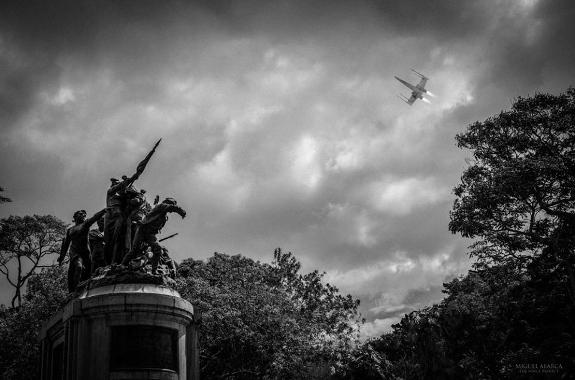 monumento-costa-rica-x-wing
