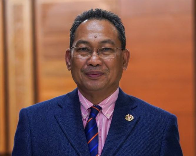 awang hashim deputy minister of hr ministry