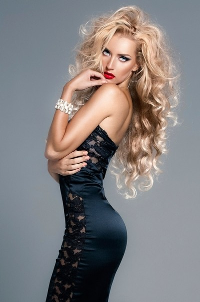 Hot Blonde Curly Hairstyle