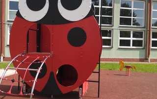 Plac zabaw przy Szkole w Domaradzu
