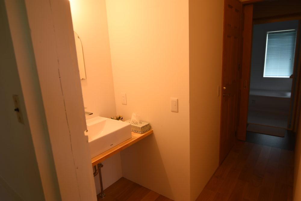 洗面台とトイレと、
