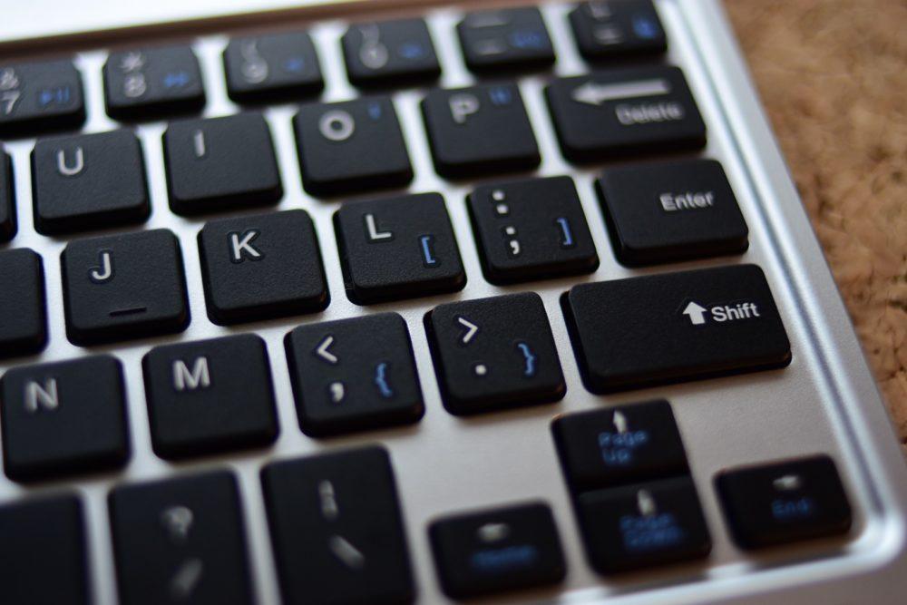 arteckBluetoothキーボード エンターキーが異常に小さい