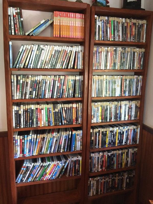 Vários filmes a disposição dos hóspedes