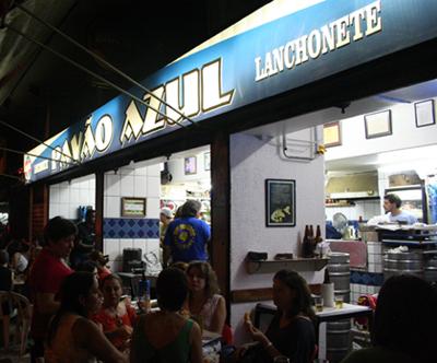 Bar Pavão Azul, em Copa: agora com anexo do outro lado da rua