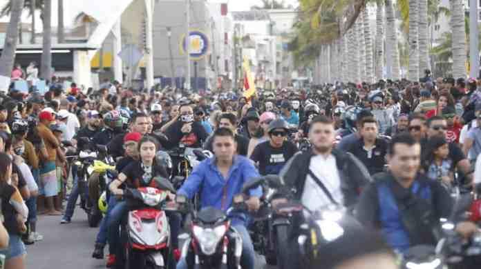 Desfilan 15 mil motos en el malecón de Mazatlán – Ríodoce