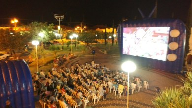 Foto de Cinema na Praça em Riolândia.