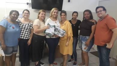 Foto de Entrega dos UNIFORMES aos alunos da EMEB Profª Maria Ap. dos Santos Franco