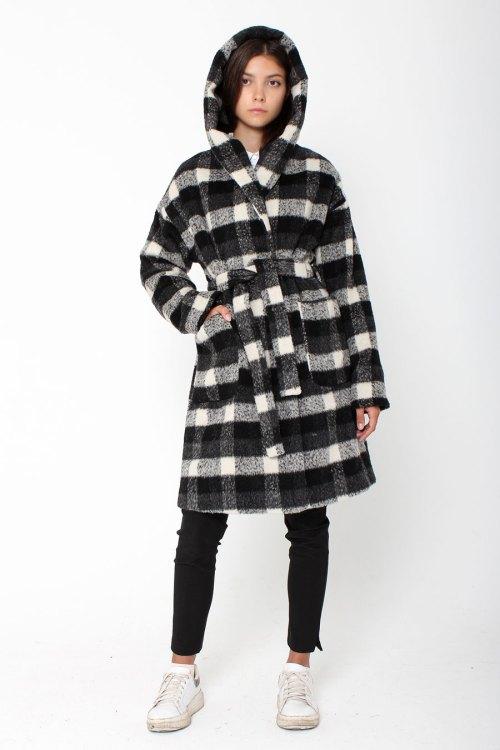 Объёмное клетчатое пальто с капюшоном