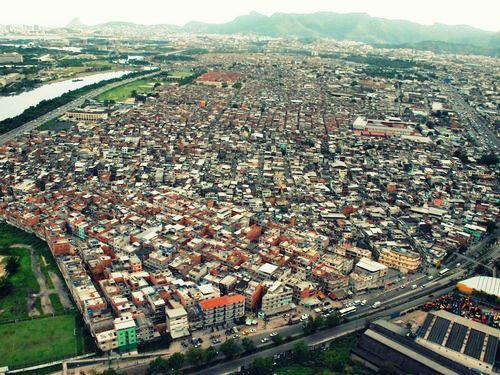 Resultado de imagem para favelas da mare